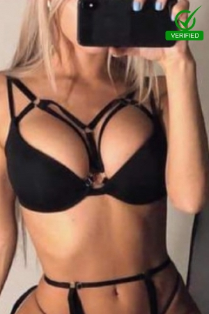 Silvana taking a selfie in sexy black lingerie